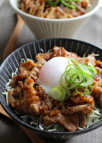 きび酢ドレッシングで豚の生姜焼き丼