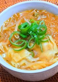 肉味噌ワンタンの赤だしスープ