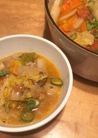 野菜と豚肉のピリ辛胡麻トマト鍋