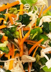 野菜とカニカマ、鳥肉の和風ナムル