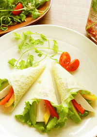 サラダチキンとアボカドのサラダクレープ