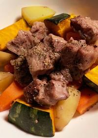根野菜と角切り肉のオーブン焼き