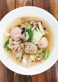 たっぷりきのこと白菜と鶏つくねのスープ