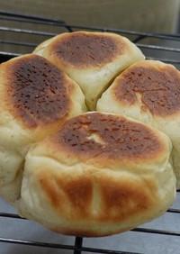 スキレットとガスコンロで焼く全粒粉のパン