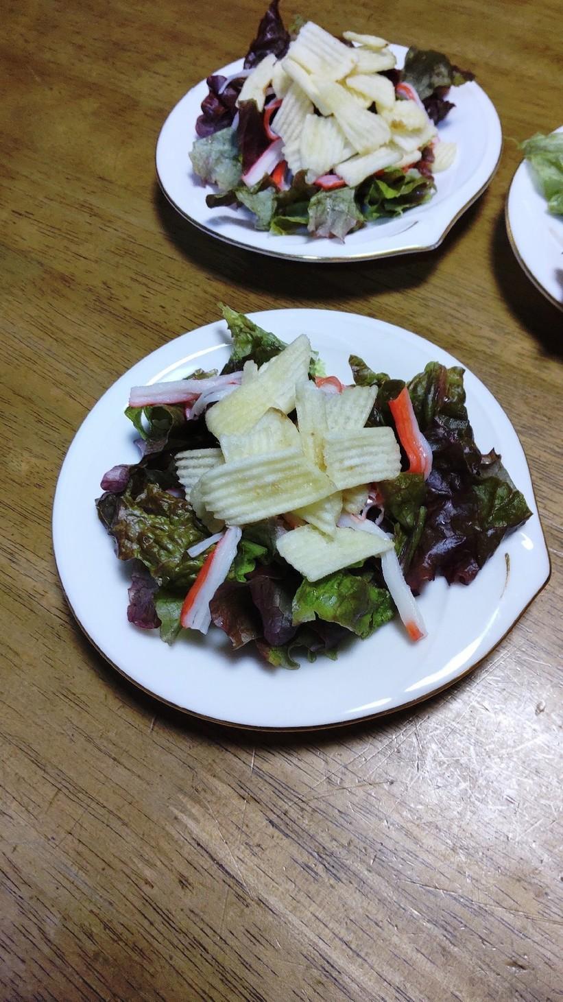 レタスとポテトチップスの簡単サラダ♪