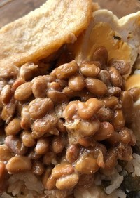 納豆と卵いり油揚げのご飯