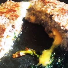 材料2つズボラなチーズインハンバーグ