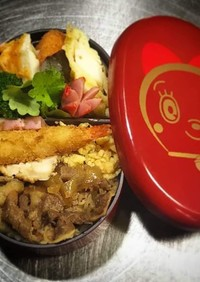 ノアちゃんの牛丼、海老フライ弁当!