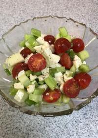 セロリとトマトとモッツァレラのマリネ