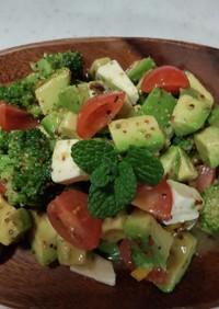簡単アボカドとブロッコリーのサラダ♪