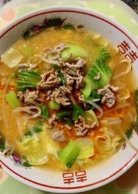 中華三昧 酸辣湯麺+挽肉、もやし、青梗菜