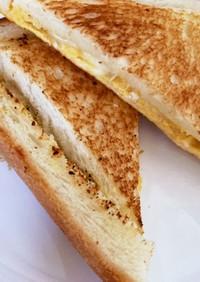 フライパンで卵とチーズの簡単ホットサンド