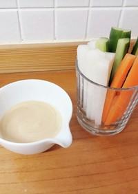 野菜スティックを甘酒と味噌のディップで