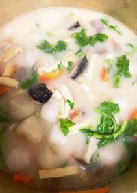 甘塩鮭と里芋のクリーミーな粕汁