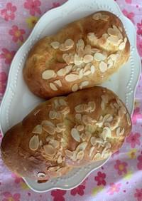 ブリオッシュ生地 メープルアーモンドパン