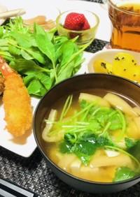 油揚げと豆腐と三つ葉のお味噌汁