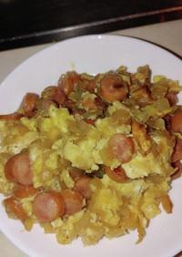 ウインナーと玉ねぎ炒め、溶き卵で絡める