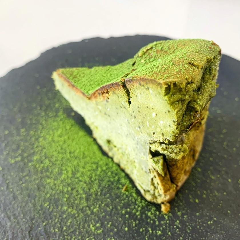深み抹茶の濃厚バスクチーズケーキ