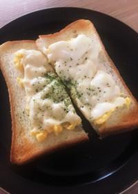 ふわふわスクランブルエッグチーズトースト