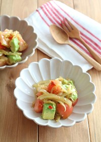 アボカドとトマトの中華風ピリ辛マリネ