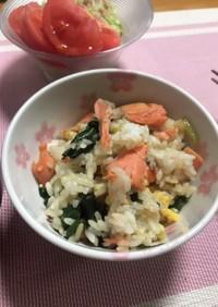 彩り綺麗なほうれん草と紅鮭の混ぜご飯