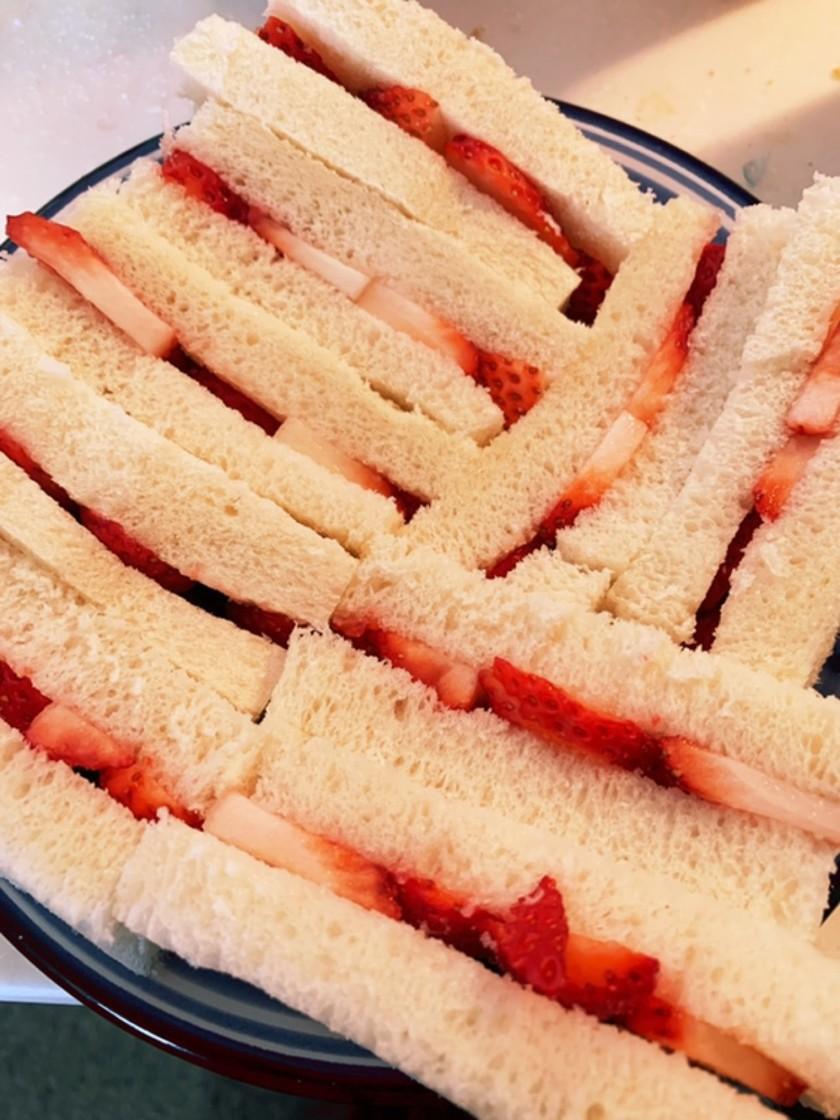 いちごのサンドイッチ