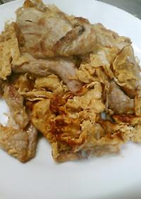 卵と豚スライスとヨシダソースを焼いた!