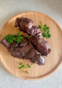 牛スネ肉の赤ワイン煮でコンビーフ