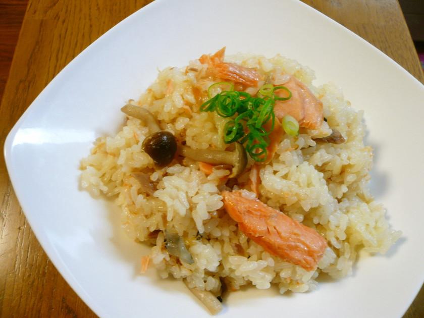 炊飯器で簡単☆鮭としめじのマヨピラフ