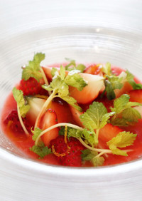 簡単フランス料理苺とセロリのガスパチョ風