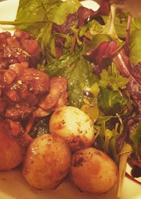 鶏モモとペコロスの赤ワイン煮
