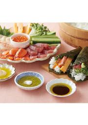 オリーブオイルで食べる手巻き寿司の写真