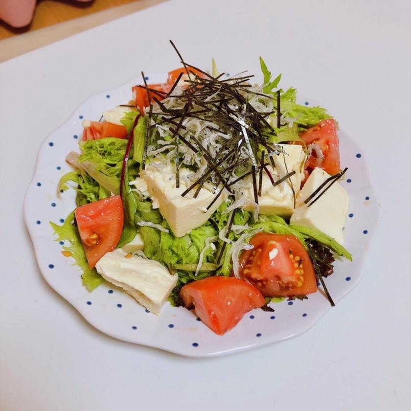 混ぜるだけで完成!豆腐とトマトのサラダ