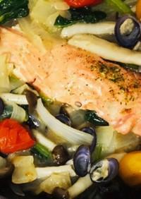 野菜たっぷり鮭の切り身でアクアパッツァ