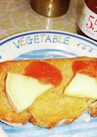 いちじくジャムとチーズのトースト