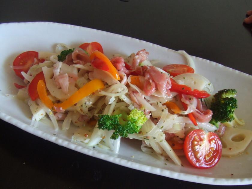 生ハムと彩り野菜のマリネサラダ