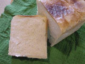 ちょぴり全粒粉のはいった「普通の食パン」