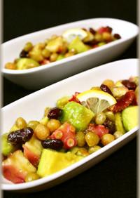 タコとアボカドとお豆のサラダ