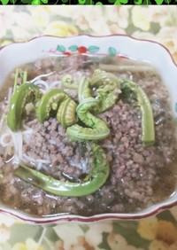 春のこごみと麻婆茄子掛け素麺です。
