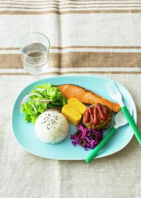 焼き鮭とハンバーグのワンプレート