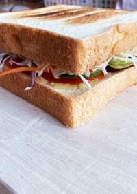 ヴィーガン風シュレッドチーズサンドイッチ