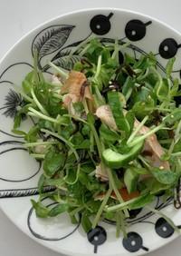 塩昆布と胡瓜、豆苗とチキンの胡麻サラダ