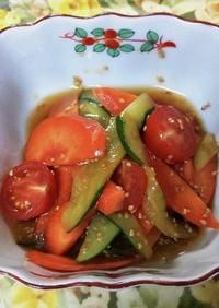 胡瓜とトマトにゴマ油ドレッシングです。