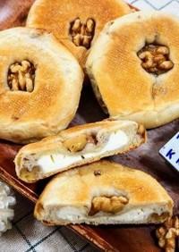 クリームチーズ入り平焼きくるみパン