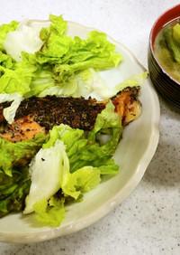 鮭の黒ゴマパン粉焼き&ほうれん草の味噌汁