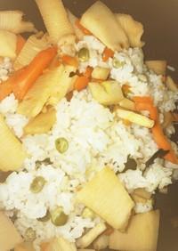 春本番、筍とグリンピースの炊き込みご飯