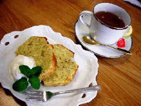 はなびし草の簡単紅茶ケーキとラム風味のアイスクリーム