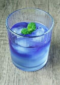 青のハーブティーソーダ