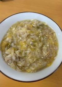 余った塩むすび、麺つゆ、カット野菜で雑炊