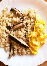 簡単☆椎茸と玄米クミンピラフオムレツ添え
